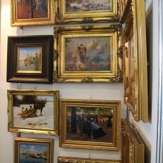 "Картины на выставка ""Антикварный базар""."