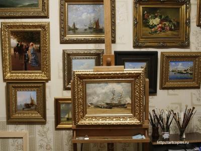 """Копия картины """"Рыбачьи лодки на морском берегу"""" Картина в интерьере мастерской."""