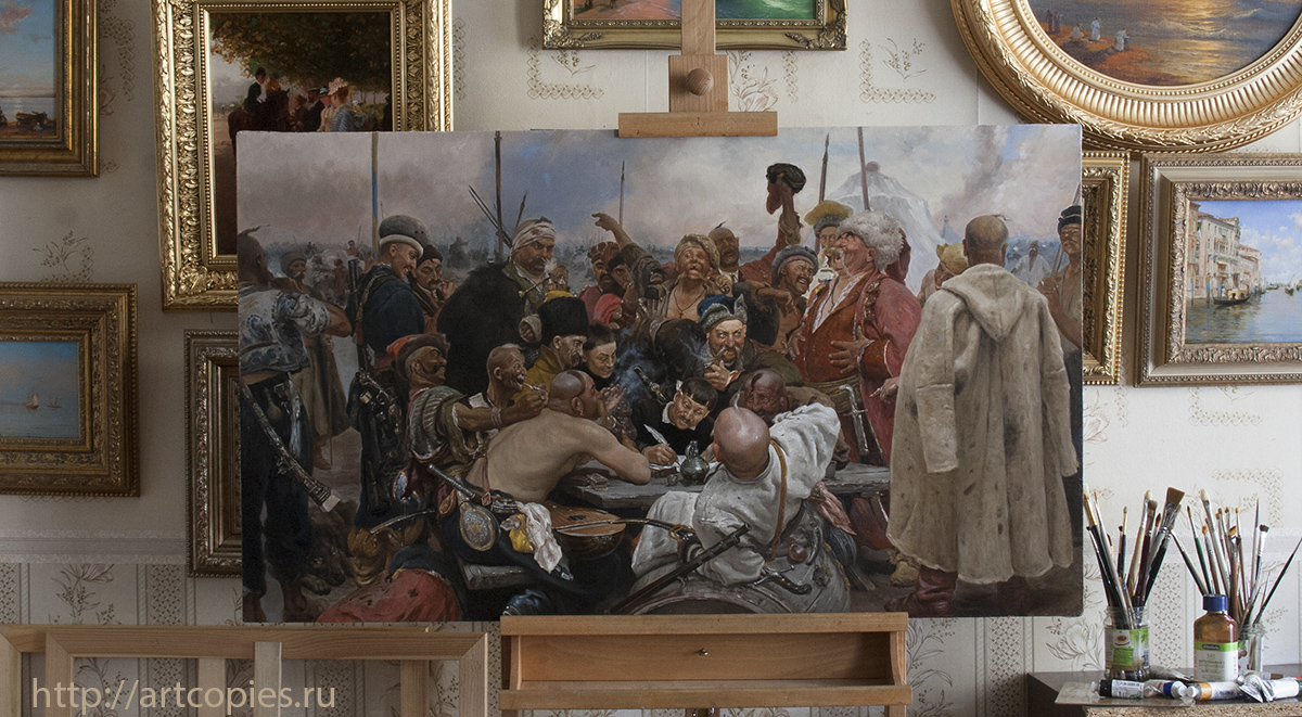 """Копия картины И. Репина """"Запорожцы пишут письмо турецкому султану"""" в интерьере мастерской."""