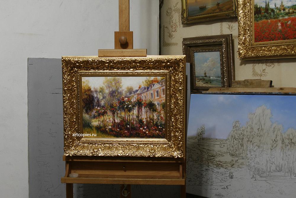 """Копия картины """"Розарий в Варжемоне"""" в интерьере мастерской."""