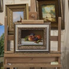 """Копия картины Emilie Preyer """"Still life with peaches and grapes"""" Gerrit Dou, в интерьере мастерской"""